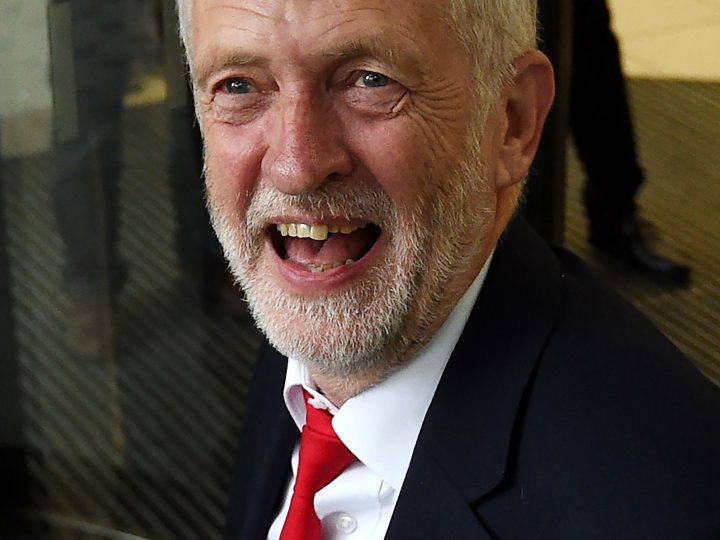 epa06018206 Britain's Labour leader, Jeremy Corbyn arrives to the Labour headquarters in central London in Britain, 09 June 2017. Britain's general election has ended in a hung parliament according to news reports, with the Conservative Party unable to gain a majority. Labour leader Jeremy Corbyn has called for Prime Minister Theresa May to resign.  EPA/FACUNDO ARRIZABALAGA