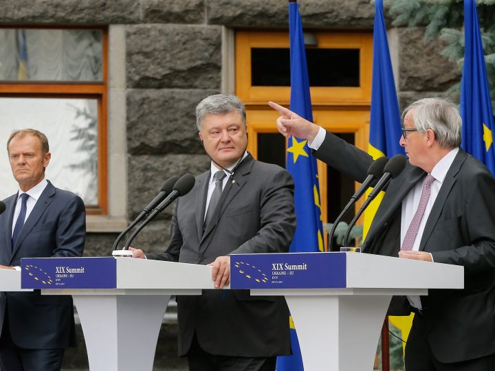 epaselect epa06084579 Ukrainian President Petro Poroshenko (C) is flanked by the European Council President Donald Tusk (L) and European Commission President Jean-Claude Juncker (R) during their joint press conference in Kiev, Ukraine, 13 July 2017. Tusk and Juncker are in Kiev to take part in the 19th EU-Ukraine summit from 12 to 13 July, focussing on the Ukraine EU association agreement, the conflict in eastern Ukraine and the reform process, the European Council said in its Meeting Calendar.  EPA/SERGEY DOLZHENKO