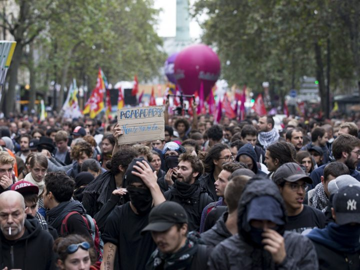 epa05540996 Thousand of protesters participate in a demonstration against the new labor law in Paris, France, 15 September 2016. The controversial reforms already voted into law, aims to bring down France's unemployment rate of around 10 percent by making the French labour laws more flexible.  EPA/ETIENNE LAURENT