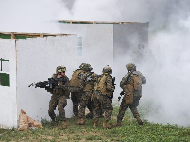 epa04858659 US soldiers in action as they attend joint military exercises in Yavoriv training ground, near the western Ukrainian city of Lviv, Ukraine, 24 July 2015. The Saber Guardian/Rapid Trident - 2015 drill kicked off at the Yavoriv military base in western Ukraine, close to the border with Poland. Some 2,000 soldiers from 18 countries including USA, Poland, United Kingdom and others will take part in the training. The training program is part of a long-term strategy improving of Ukrainian defense potential and increasing of the professionalism of the Ukrainian Armed Forces. Saber Guardian/Rapid Trident - 2015 started on 20 July and will be until 31 July 2015.  EPA/MYKOLA TYS