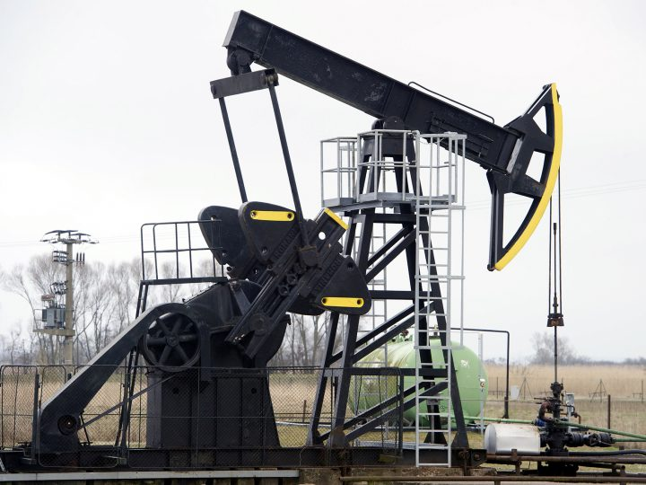 epa05234220 A picture made available on 29 March 2016 shows an oil well on the grounds of the Luetow petroleum production site on Usedom Island, Germany, 18 March 2016. The petroleum output has declined from 4,800 tons†(2014) to 3,600 tons (2015) as the crude oil sources in Western Pomerania are beginning to dry up. The company Engie (formerly known as Gaz de France) is producing oil at the drilling locations in Luetow and Mesekenhagen.  EPA/STEFAN†SAUER