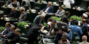epa06145286 Iranian lawmakers attend session of presenting the new government in Tehran, Iran, 15 August 2017.  Media reports state Rouhani on 15 August warned of the possibility that the Islamic Republic could pull out of a nuclear deal signed with the world's major powers within hours if the United States keeps on imposing new sanctions.  EPA/ABEDIN TAHERKENAREH