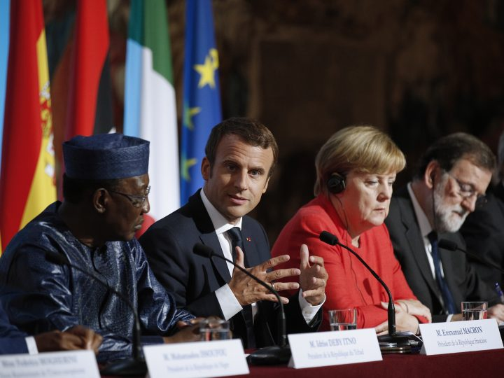 epa06168943 (L-R) Chad's President Idriss Deby Itno, French President Emmanuel Macron, German Chancellor Angela Merkel and Spanish Prime Minister Mariano Rajoy attend a press conference at the Elysee Palace in Paris, France, 28 August 2017. Leaders from Germany, Spain, Italy and the EU meet with their counterparts from Niger, Chad and Libya in Paris for discussions on how to stem economic migration. The meeting is organized by French President Macron.  EPA-EFE/YOAN VALAT