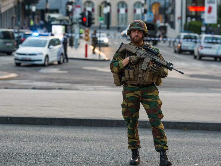 epaselect epa06039848 An armed soldier stands guard outside of the Brussels Central Station after a neutralized terrorist attack attempt, in Brussels, Belgium, 20 June 2017. According to Belgian media, police shot a suspect wearing an explosive belt at the Brussels Central Station. Belgian police also confirmed there was a small explosion in the Brussels Central Station, but said there are not much damage done and situation is under control. The cause of the explosion is unknown.  EPA/STEPHANIE LECOCQ