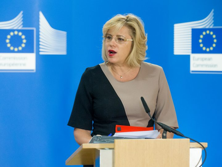 epa06148204 European Commissioner in Charge of Regional Policy, Corina Cretu, speaks during a news conference on the 'Modification of the Cohesion Policy programme for the Portuguese Centro region following the forest fires of June' at the European Commission in Brussels, Belgium, 17 August 2017.  EPA/STEPHANIE LECOCQ