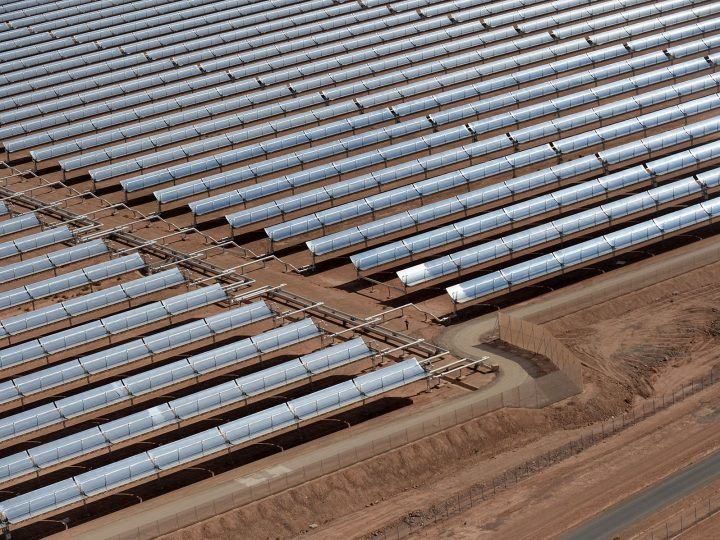 epa05143903 A picture made available on 05 February 2016 shows an aerial view of solar panels at the concentrated solar power (CSP) plant Noor 1, ahead of its opening ceremony, in Ouarzazate, southern Morocco, 04 February 2016. Noor 1, also called Ouarzazate Solar Power Station (OSPS), one of the largest solar plants in the world, is the first stage of a larger project to boost renewable energy production in Morocco.  EPA/STR