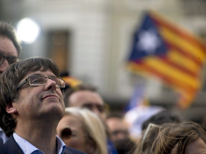 epaselect epa06280769 Catalan regional President, Carles Puigdemont (L) attends the protest called against the imprisonment of Catalan pro-independet leaders Jordi Sanchez and Jordi Cuixart in Barcelona, Spain, 21 October 2017, hours after the Spanish Prime Minister announced the central Government will asume the competence to disolve the Catalan regional Parliament in order to call for elections in Catalonia. Pro-independence leaders from Catalonian National Assembly, Jordi Sanchez, and Omnium Cultural, Jordi Cuixart, were imprisoned, 16 October 2017, charged with a sedition offense.  EPA-EFE/QUIQUE GARCIA