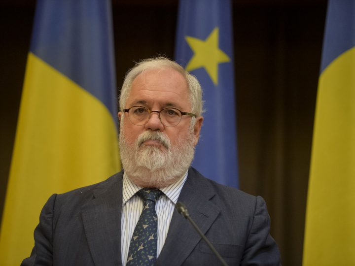 Commissioner Miguel Arias Cañete takes part in a press conference, in the CESEC high level conference in Bucharest, Romania, 28 september 2017.