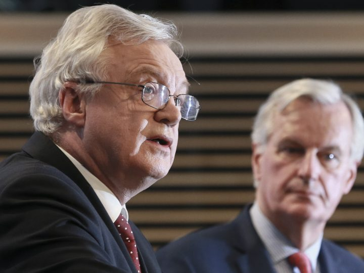 epa06320187 United Kingdom's Secretary of State for Exiting the European Union, David Davis (L) and Michel Barnier (R), the European Chief Negotiator of the Task Force for the Preparation and Conduct of the Negotiations with the United Kingdom under Article 50, give a press briefing at the end of 6th round of  Negotiation on 'Brexit' talks at the EU Commission, in Brussels, Belgium, 10 November 2017.  EPA-EFE/OLIVIER HOSLET