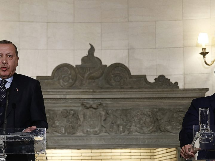 epa06374168 Greek Prime Minister Alexis Tsipras (R) addresses reporters next to Turkish President Recep Tayyip Erdogan (L), during a press conference at Maximos Mansion, in Athens, Greece, 07 December 2017. The  Turkish President is on a two-day visit to Greece.  EPA-EFE/ALEXANDROS VLACHOS