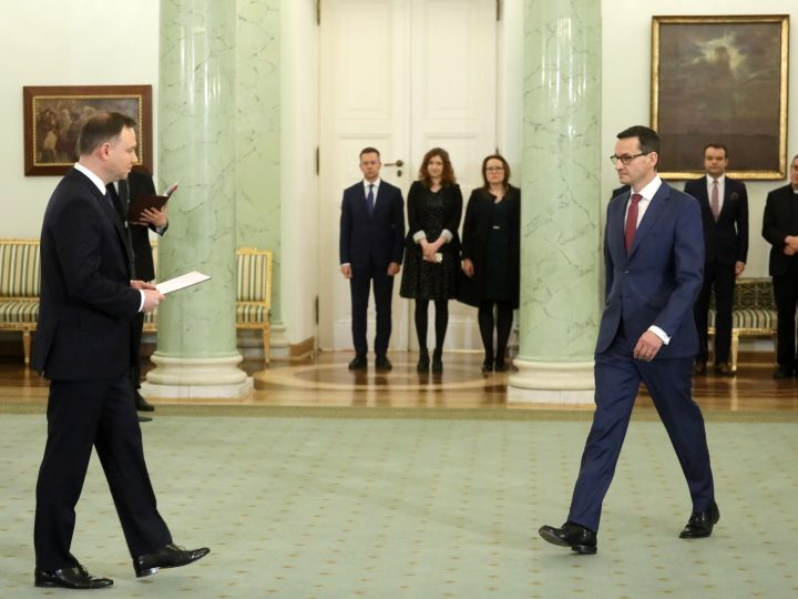 epa06377234 Polish President Andrzej Duda (L) nominates to-date Deputy PM Mateusz Morawiecki (R) as new Prime Minister in the Presidential Palace in Warsaw, Poland, 08 December 2017. President Andrzej Duda accepted the resignation of the Beata Szydlo.  EPA-EFE/Pawel Supernak POLAND OUT