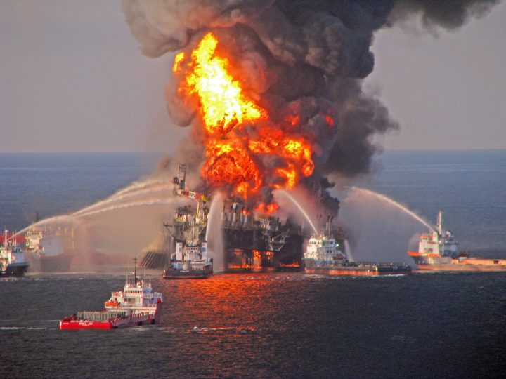 epa04828019 (FILE) A file picture released by the US Coast Guard on 22 April 2010 shows a fire aboard the mobile offshore oil drilling unit Deepwater Horizon, located in the Gulf of Mexico some 80 kilometers southeast of Venice, Louisiana, USA. An explosion on board BP's mobile offshore drilling rig Deepwater Horizon on 20 April 2010 triggered the worst oil spill in US history. Reports on 02 July 2015 state the US government and Gulf States have agreed on a tentative settlement whereby British BP is to pay compensation for damages caused by the Deepwater Horizon oil spill. According to the settlement, BP will pay 18,7 billion USD in damage compensation over a period of 18 years.  EPA/US COAST GUARD / HANDOUT  HANDOUT EDITORIAL USE ONLY