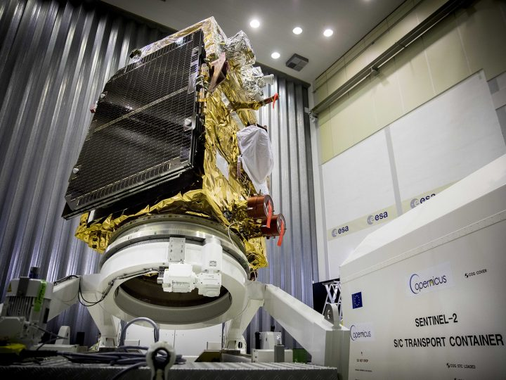 epa05632290 The European Space Agency (ESA) Sentinel-2B satellite of the European Commission's Copernicus Earth Observation Program in Noordwijk, the Netherlands, 15 November 2016. The satellite will provide high-resolution optical imaging for land services and will be launched aboard the Rokot launch vehicle in April 2017 in French Guiana.  EPA/aboard a Rokot launch vehicle. ANP JERRY LAMPEN