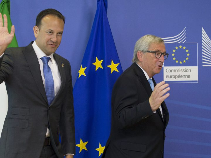 epa06042576 Ireland's new Prime Minister (Taoiseach) Leo Varadkar (L) is welcomed by EU Commission President Jean-Claude Juncker (R) prior to a meeting in Brussels, Belgium, 22 June 2017. European heads of states and governments later the same day will gather for a two-days European Council meeting.  EPA/OLIVIER HOSLET