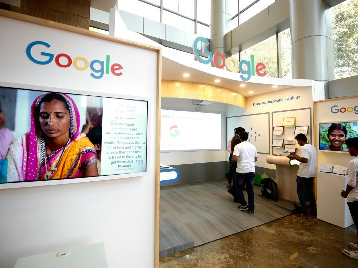 epa06354905 Visitors at the Google booth during the eighth annual Global Entrepreneurship Summit (GES) in Hyderabad, India, 28 November 2017.  EPA-EFE/JAGADEESH NV