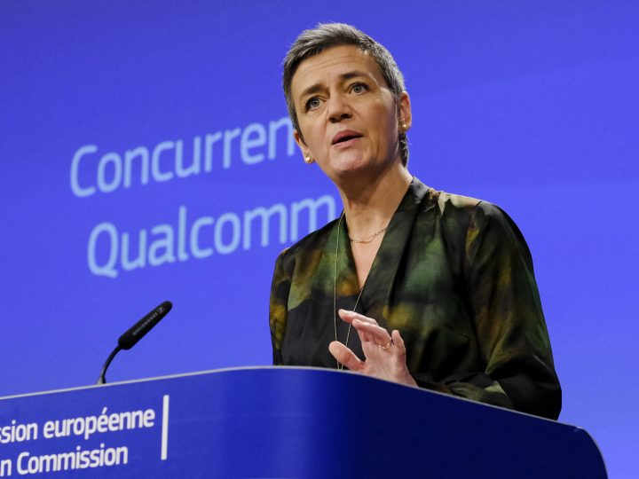 epa06470122 EU Commissioner for Competition Margrethe Vestager, from Denmark, speaks at a news conference on the concurrence case with the Qualcomm company, in Brussels, Belgium, 24 January 2018. The EU Commission has handed chipmaker Qualcomm a 997 million euro antitrust fine for abusing its dominance when it paid Apple to use their chips exclusively in its smartphones and tablet devices.  EPA-EFE/OLIVIER HOSLET