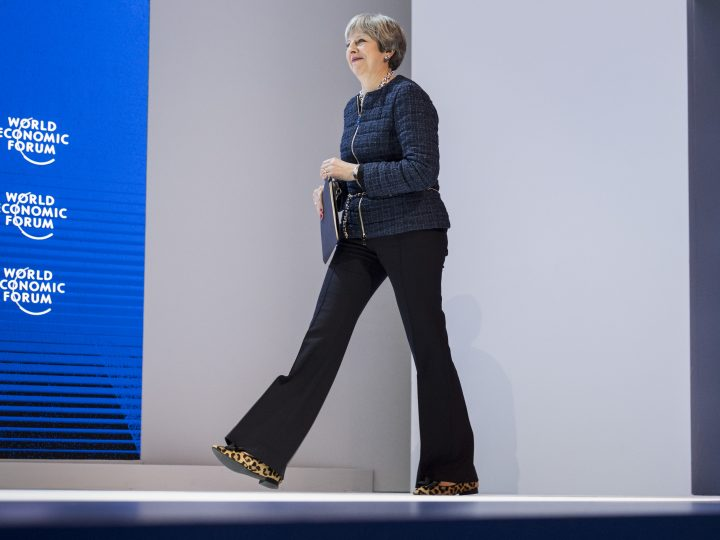 epa06473554 Theresa May, Prime Minister of the United Kingdom, arrives to adresses a plenary session during the 48th Annual Meeting of the World Economic Forum, WEF, in Davos, Switzerland, 25 January 2018. The meeting brings together enterpreneurs, scientists, chief executive and political leaders in Davos January 23 to 26.  EPA-EFE/GIAN EHRENZELLER