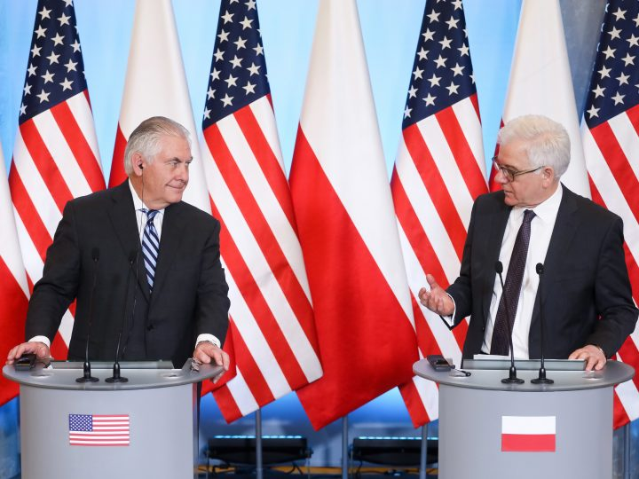 epa06477713 Polish Foreign Minister Jacek Czaputowicz (R) and US Secretary of State Rex Tillerson (L) during a joint press conference after the meeting in Warsaw, Poland, 27 January 2018. Rex Tillerson is on two day official visit in Poland.  EPA-EFE/PAWEL SUPERNAK POLAND OUT