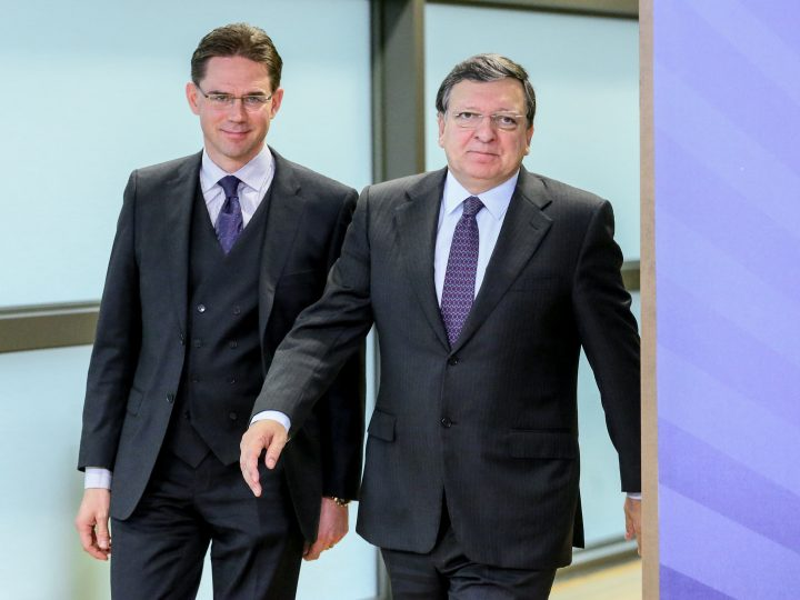 epa03950985 Finland Prime Minister Jyrki Katainen (L) arrives to be welcomed by European Commission President Jose Manuel Barroso (R) prior to a lunch meeting at the EU headquarters in Brussels, Belgium, 15 November 2013.  EPA/OLIVIER HOSLET