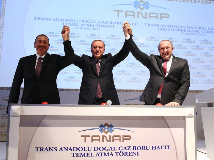 epa04666296 A handout picture provided by Turkish Presidental Press Office of President of Azerbaijan Ilham Aliyev (L-R), Turkish President Recep Tayyip Erdogan (C) and Georgian President Giorgi Margvelashvili (R) during an launch ceremony for Trans Anatolia natural pipeline project (TANAP) in Kars, Turkey, 17 March 2015. TANAP is aimed to connect pipeline in Georgia and Greece as well as boost Azerbaijan's gas exports to Europe.  EPA/TURKISH PRESIDENTAL PRESS OFFICE / HANDOUT