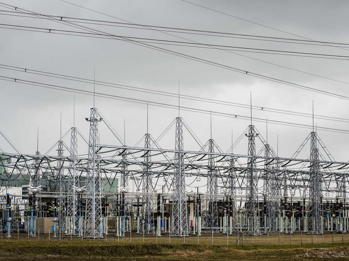 epa04681593 An electricity distribution station during a major power outage, in Diemen, The Netherlands, 27 March 2015. Large parts of North Holland, including neighborhoods in Amsterdam, are without electricity, which has led to flight cancellations at Schiphol airport.  EPA/REMKO DE WAAL