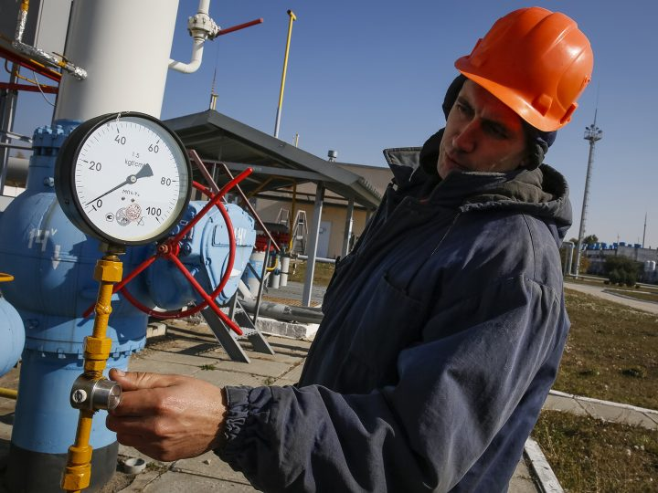epa04978818 A worker checks equipment at the gas-compressor station in Mryn village, about 130 km of Kiev, Ukraine, 15 October 2015. Russia's state-run natural gas export monopoly, Gazprom, resumed deliveries to Ukraine after a 234-million-dollar prepayment, Gazprom's head Alexei Miller told journalists. 'Ukraine has requested the maximum supply regime of 114 million cubic metres per day,' Miller said, according to the Interfax news agency. Russia cut off its deliveries to Ukraine in July after the sides failed to agree on pricing, but a deal was clinched last month for supplies for the upcoming winter. Ukrainian state gas company Naftogaz agreed to buy the supplies for 232 dollars per thousand cubic metres between 01 October and 31 March - down from a contractual price of 251 dollars. Cash-strapped Ukraine has been heavily dependent on energy from Russia and is also a key transit country for gas to Western Europe. The European Union brokered the deal amid strains about the conflict in eastern Ukraine.  EPA/ROMAN PILIPEY