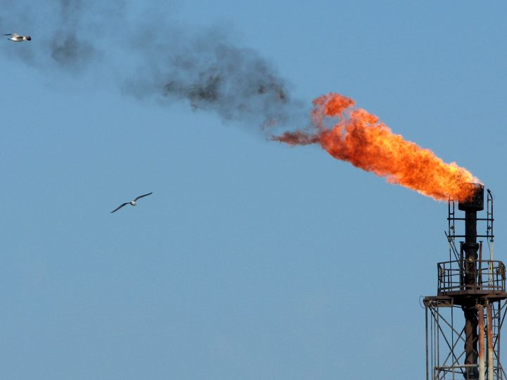 epa05244377 (FILE)N A file picture dated 10 October 20076 shows a burning funnel of the Romanian central oil platform, on the Black Sea, near the shore of Constanta city, Romania. The basket of crude oil used as a benchmark indicator by OPEC has dropped to 33.33 US dollars, the OPEC said on 05 April 2016. The basket includes 13 varieties of crude oil.  EPA/STR