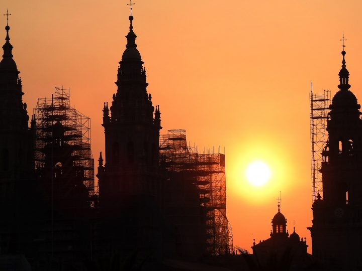 epa06040364 The Cathedral of Santiago is silhouetted against the orange-stained sky as the sun rises during summer solstice in Santiago de Compostela, Galicia, northwestern Spain, 21 June 2017.  EPA/LAVANDEIRA JR