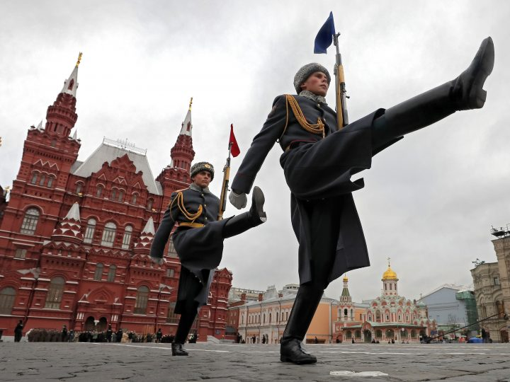 epaselect epa06313074 Russian soldiers in historical uniforms take part in a military parade on the Red Square in Moscow, Russia, 07 November 2017. The parade to mark the anniversary of the 07 November 1941 parade when Soviet soldiers on the anniversary of the October Revolution marched through the Red Square to the front lines of World War II on the outskirts of the Soviet capital. The centenary of the Bolshevik October Revolution will be marked on 07 November 2017, according to the Gregorian calendar.  EPA-EFE/YURI KOCHETKOV