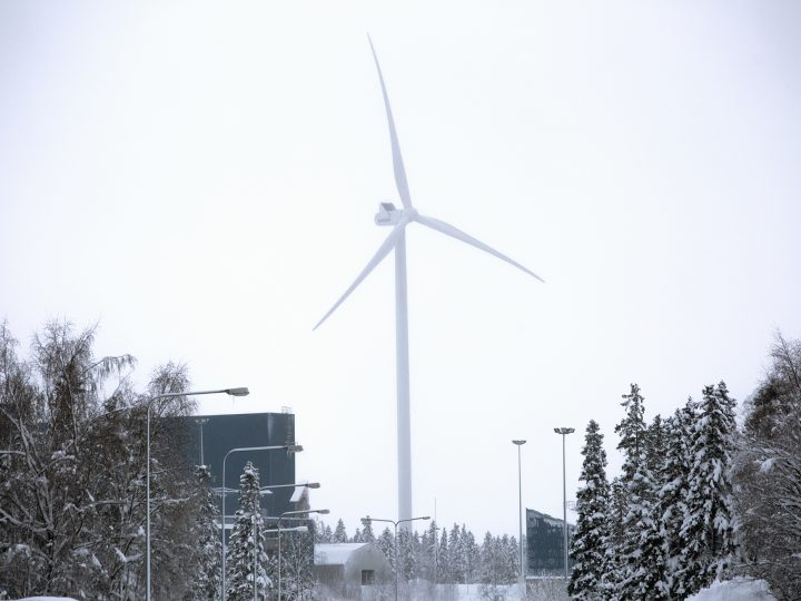 epa06340563 A wind turbine of Vesta at the Outokumpu steel mill's production site, Tornio, Finland, 20 November 2017. During 2016 at total of 182 new wind power units were built in Finland, with a combined capacity of 570 MW. At the end of 2016, Finland's total wind power capacity stood at 1553 MW, produced by 552 wind enery units. The wind energy capacity has seen a rapid growth in Finland, but still lags behind international development in the sector according to the Wind Power Association of Finland.  EPA-EFE/JOEL KARPPANEN