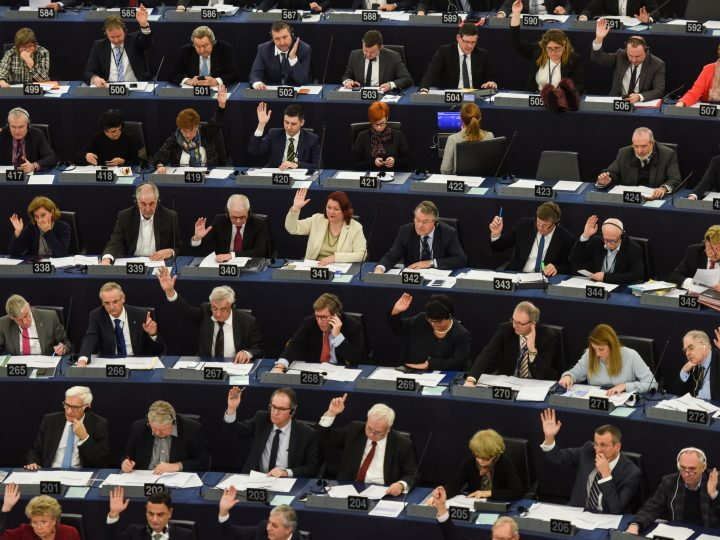 epa06500187 Members of the European Parlimant take part in the voting session at the European Parliament in Strasbourg, France, 06 February 2018.  EPA-EFE/PATRICK SEEGER