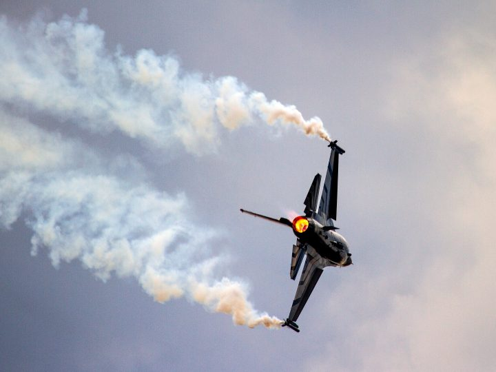 epa04894317 Belgium Air Force's F-16 jet performs during the annual Air Show in Radom, central Poland, 23 August 2015. The Radom Air Show which is held every two years features military planes from the air forces of Europe.  EPA/MICHAL WALCZAK POLAND OUT