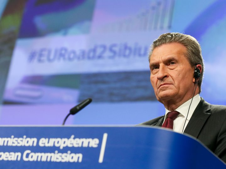 epa06524186 Gunter Oettinger, European Comissioner for Budget and Human Resources during a press conference following the 'College meeting - Institutional affairs and the Multiannual Financial Framework' meeting after 2020 at the European Commission in Brussels, Belgium, 14 February 2018.  EPA-EFE/STEPHANIE LECOCQ