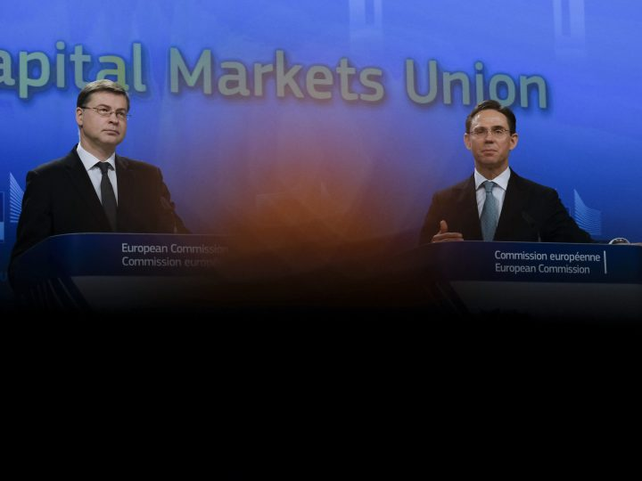 epa06588484 European Commission in charge of the euro and social dialogue Valdis Dombrovskis and European commissioner in charge of jobs, growth, investment and competitiveness Jyrki Katainen (R) give a press conference on the Capital Markets Union in Brussels, Belgium, 08 Mach 2018.  EPA-EFE/OLIVIER HOSLET