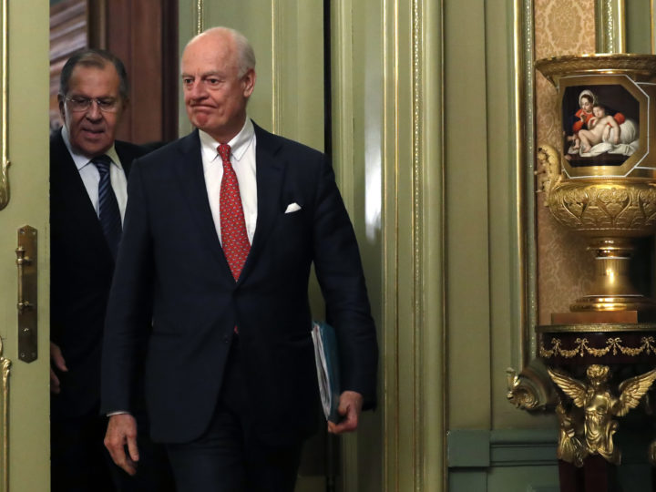 epa06636097 UN Special Envoy for Syria Staffan de Mistura (L) and Russian Foreign Minister Sergei Lavrov enter a hall before their news conference in Moscow, Russia, 29 March 2018.  EPA-EFE/SERGEI CHIRIKOV