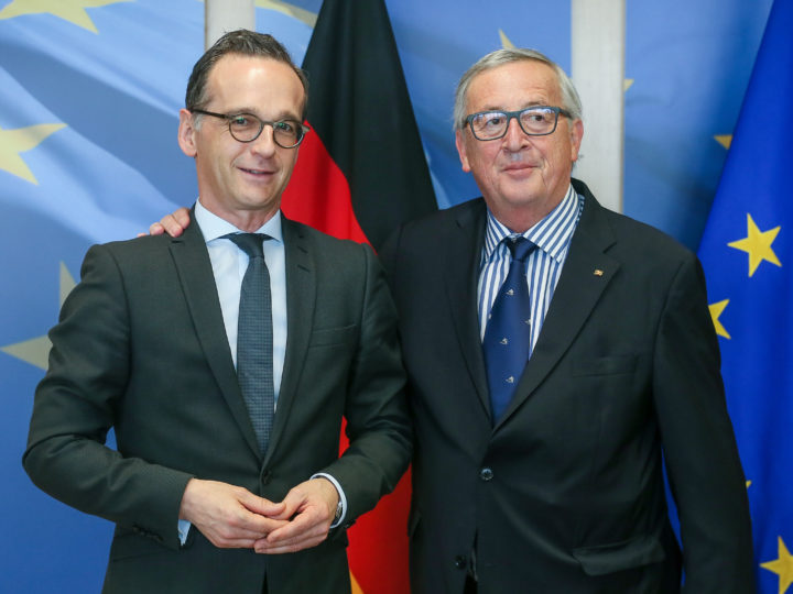 epa06665905 German Foreign Minister Heiko Maas (L) is welcomed by EU commission President Jean-Claude Juncker (R) prior to a meeting at the European Commission in Brussels, Belgium, 13 April 2018. Later in the day Heiko Maas meets with European Union foreign policy chief Federica Mogherini.  EPA-EFE/STEPHANIE LECOCQ