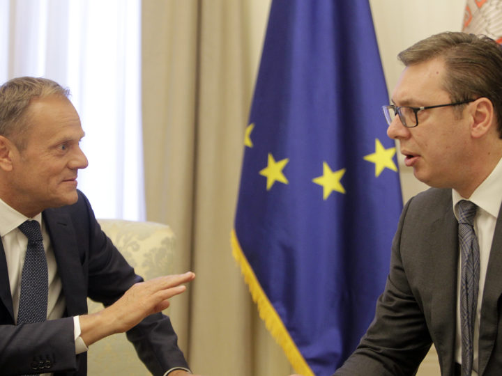 epa06692158 President of the European Council Donald Tusk (L) and Serbian President Aleksandar Vucic (R), talk during their meeting in Belgrade, Serbia, 24 April 2018. Donald Tusk arrived in Belgrade as part of the tour of the west Balkans showing support for the regions EU tendencies.  EPA-EFE/ANDREJ CUKIC