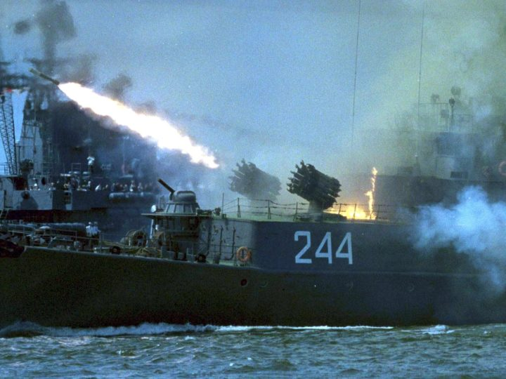MOS09 - 20000731 - BALTIYSK, KALININGRAD REGION, RUSSIAN FEDERATION : A Russian navy patrol ship shoots during the celebrations of Navy day in Baltiysk on the Baltic sea, 30 July 2000. Russian President Vladimir Putin took part in the navy parade. EPA PHOTO EPA/STRINGER/yk/bw