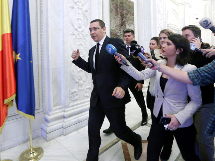 epa05010335 Romanian Prime Minister Victor Ponta (L) is chased by journalists as tries to enter the room for the last government coalition meeting, at the Parliament House in Bucharest, Romania, 04 November 2015. Romanian Prime Minister Victor Ponta said he and his government are set to step down amid public anger about corruption and a deadly weekend nightclub blaze. Romanians largely blame the problems that led to the blaze on official corruption, which allows venues such as the one hit by the fire to operate despite safety shortfalls. Ponta is also faced with a corruption trial. On that front, he was only saved from a humiliating arrest when parliament refused to revoke his immunity, as requested by prosecutors.  EPA/ALEXANDRU DOBRE