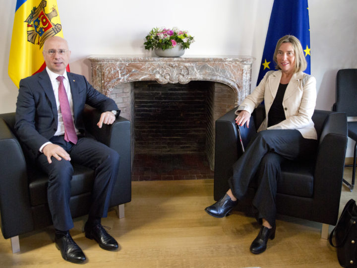 epa06708275 European Union foreign policy chief Federica Mogherini (R) and Moldova's Prime Minister Pavel Filip prior during a meeting at the Europa building in Brussels, Belgium, 03 May 2018.  EPA-EFE/Virginia Mayo / POOL