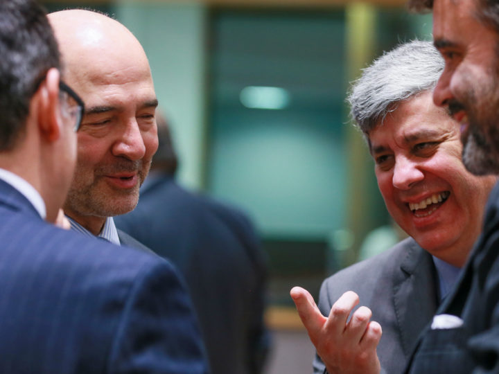 epa06761796 European Economic and Financial Affairs Commissioner Pierre Moscovici (L) and The President of the Eurogroup, Portuguese Finance Minister Mario Centeno during the European finance ministers council at the European Council in Brussels, Belgium, 25 May 2018.  EPA-EFE/STEPHANIE LECOCQ