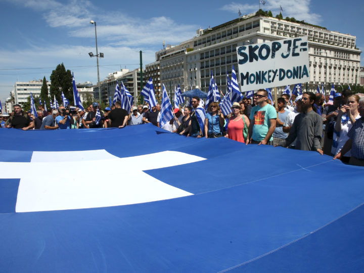 epa06809258 Greek nationalists protst outside the Greek Parliament against the agreement between Greece and Former Yugoslavic Republic of Macedonia (FYROM) in the name dispute, in Athens, Greece, 15 June 2018.  EPA-EFE/ORESTIS PANAGIOTOU