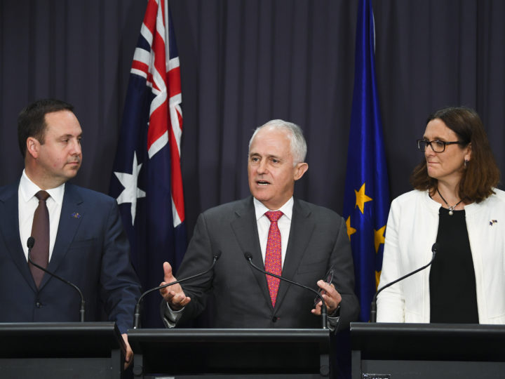 epa06817614 Australian Prime Minister Malcolm Turnbull (L) and European Union Commissioner for Trade Cecilia Malmstrom (R) and Australian Trade Minister Steve Ciobo (L), speak during a press conference at Parliament House in Canberra, Australia, 18 June 2018. European Union Commissioner for Trade Cecilia Malmstroöm and Australian Trade Minister Steven Ciobo officially launched negotiations for a trade agreement between the EU and Australia.  EPA-EFE/LUKAS COCH  AUSTRALIA AND NEW ZEALAND OUT
