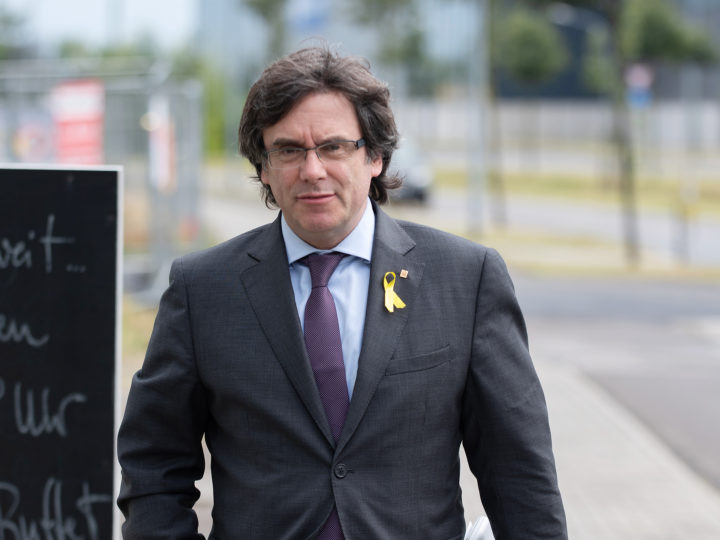epa06882942 (FILE) - Former Catalan leader Carles Puigdemont arrives for a meeting with Catalan regional president Quim Torra (not pictured) in the HolidayInn in Berlin, Germany, 21 June 2018 (reissued 12 July 2018). The public proscutor of German federal state Schleswig-Holstein on 12 July 2018 announced it will authorize an extradition of Puigdemont to Spain. Puigdemont is sought by Spain who issued an European arrest warrant against the former leader.  EPA-EFE/MARKUS HEINE