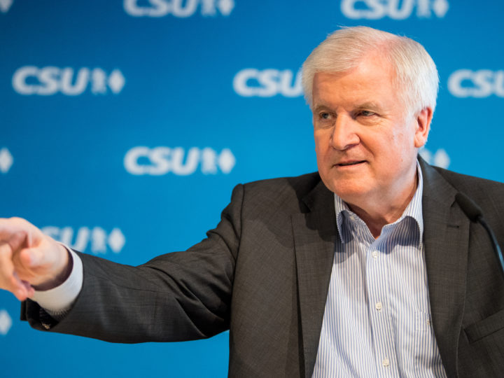 epa06818705 German Interior Minister Horst Seehofer speaks during a press conference after the CSU board meeting in Munich, Bavaria, Germany, 16 June 2018. The CDU and their Bavarian sister party Christian Social Union (CSU) are still discordant regarding the treatment of refugees. The CSU party board met in Munich to discuss the Migration Masterplan of German Interior Minister Horst Seehofer  EPA-EFE/MARC MUELLER