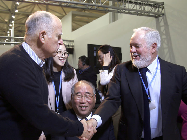 Jerry Brown, Governor of California, shakes hands with Miguel Arias Cañete (R), Member of the EC in charge of Climate Action and Energy , while Xie Zhenhua (R), Chinese Special Envoy for Climate Change  looks on during EU-China ETS event at the Chinese Pavilion at the COP23 United Nations Climate Change Conference on November 14, 2017 in Bonn, Germany.