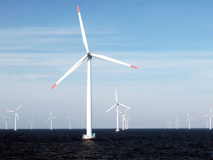 epa01727793 A undated handout image provided by German energy giant E.ON of the E.ON Windpark Rodsand Iin Denmark. A consortium led by German power giant E.ON announced 12 May 2009 that world?s largest offshore wind farm, with a projected energy generation of 1 gigawatt, will be built off the coast of south-east Britain. Construction of the first phase of the London Array project, involving 175 turbines, would start later 2009 and could be generating power in time for the 2012 London Olympics, E.ON  said. Once complete, the scheme will be the world?s largest, and the first 1 gigawatt offshore wind farm in the world.  EPA/E.ON/HO  EDITORIAL USE ONLY  EPA/E.ON/HO  EDITORIAL USE ONLY EDITORIAL USE ONLY