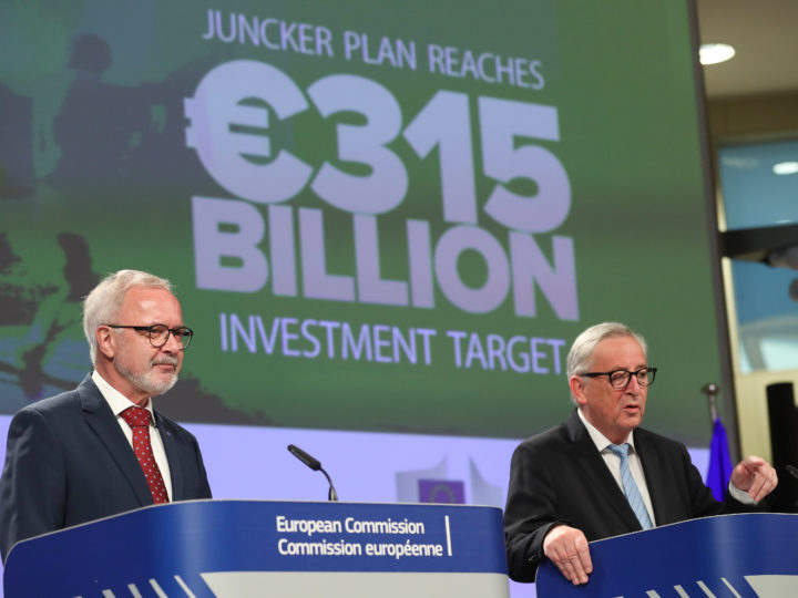 epa06896181 European Investment Bank (EIB) President Werner Hoyer (L) and  European Commission President Jean-Claude Juncker (R) give a joint news conference at the end of a meeting at the European Commission in Brussels, Belgium, 18 July 2018. They announced  that the Juncker plan exceeds its initial target of 315 billion euros of investment.  EPA-EFE/STEPHANIE LECOCQ