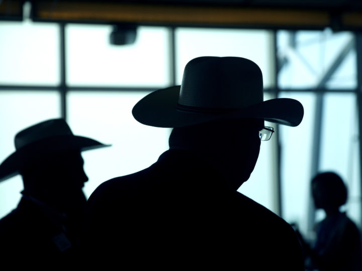 epa06057198 Attendees wearing cowboy hats are silhouetted as they wait for the start of an event to celebrate the re-introduction of US beef imports to China in Beijing, China, 30 June 2017.  EPA/MARK SCHIEFELBEIN / POOL