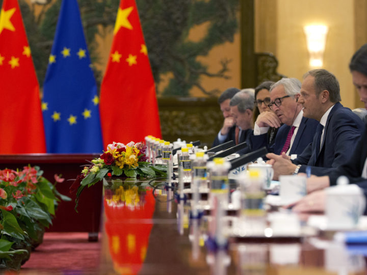 epa06892386 European Council President Donald Tusk (2-R) and European Commission President Jean-Claude Juncker (3-R) meet with Chinese Premier Li Keqiang (not pictured) at the Great Hall of the People in Beijing, China, 16 July 2018.  EPA-EFE/NG HAN GUAN / POOL